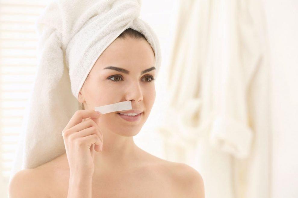 Damenbart mit Kaltwachsstreifen entfernen