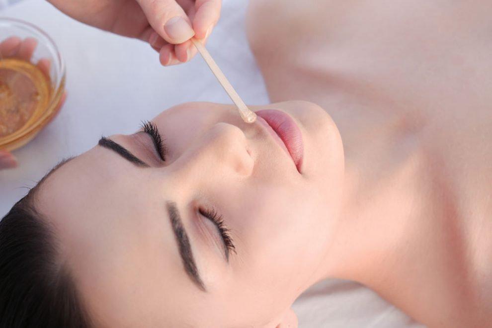 Damenbart mit Sugaring entfernen