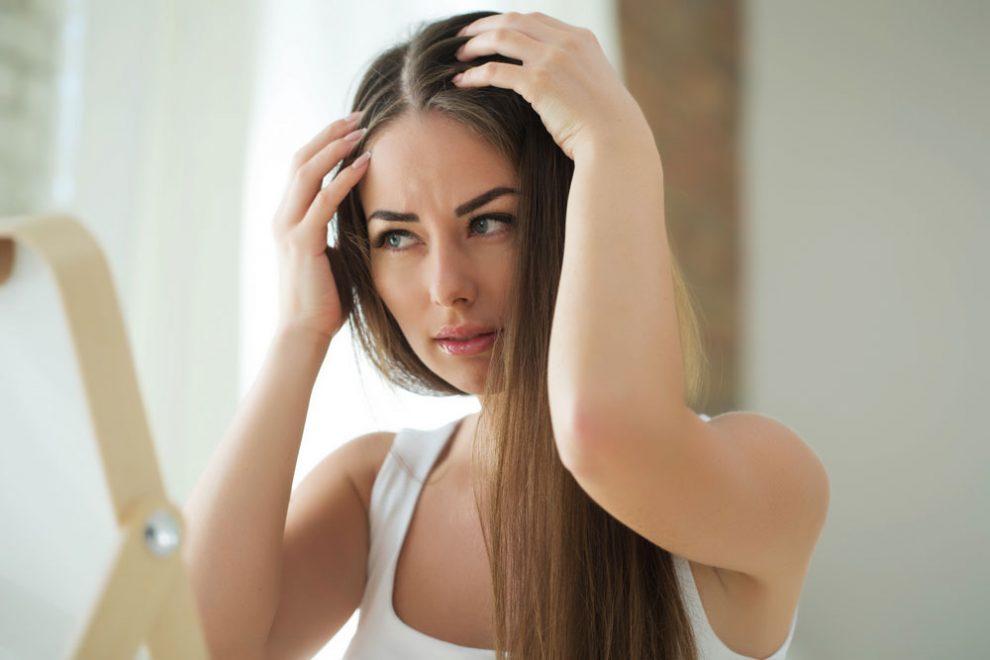 Fettige Haare kaschieren