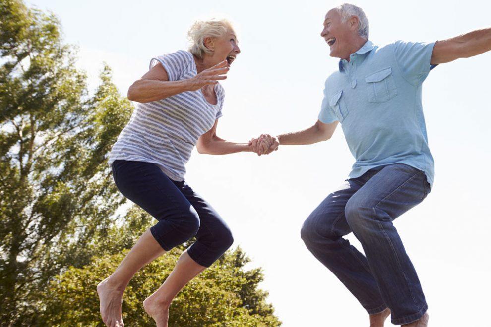 Warum Trampolinspringen für Senioren gut ist