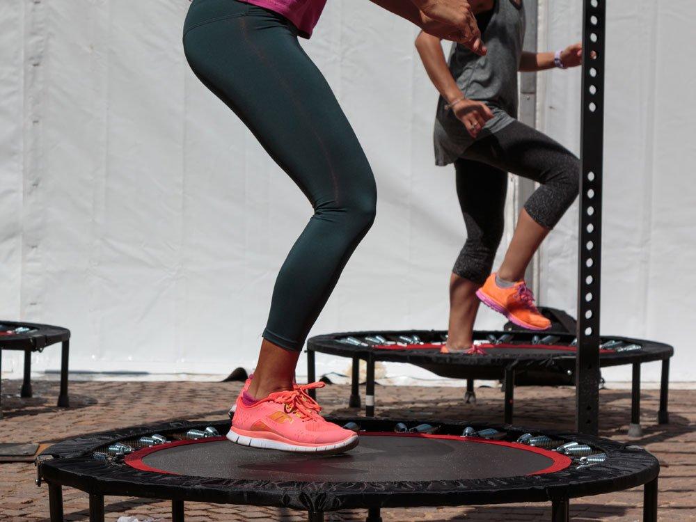 trampolin Übungen zum abnehmen - so machen sie sich fit - rundumgesund.de  rundumgesund.de
