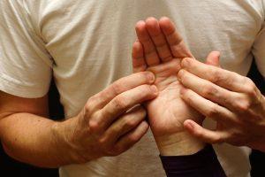 Akupressur gegen Stress: So drücken Sie den Stress einfach weg