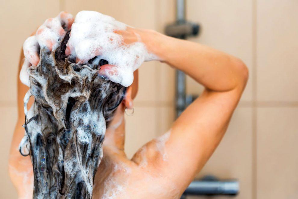 Schuppen Auf Der Kopfhaut 10 Tipps Zur Haarpflege Rundumgesundde