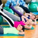 10 effektive Gymnastikballübungen für den Bauch