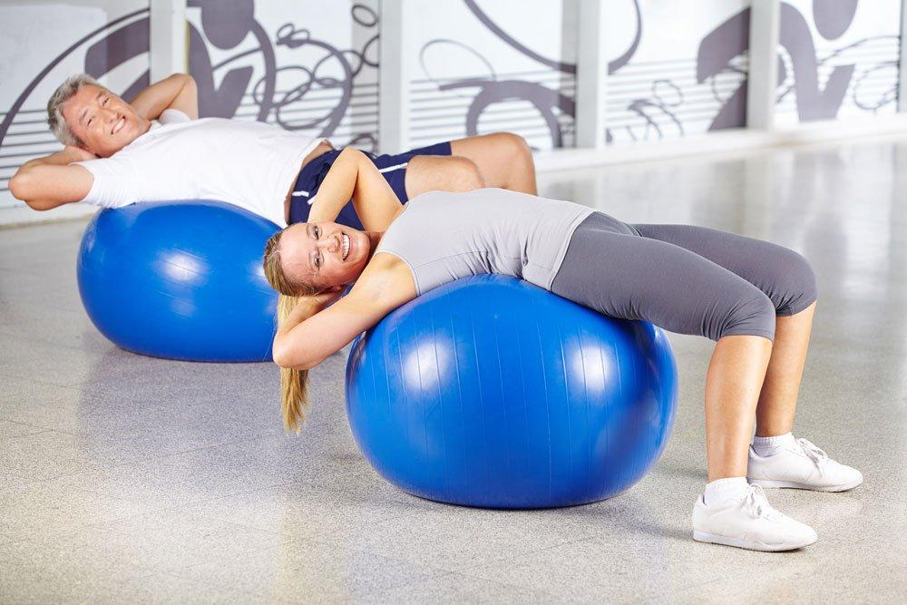 Bauchmuskeltraining mit Gymnastikball